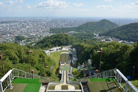 大倉山展望台から札幌市街を眺める