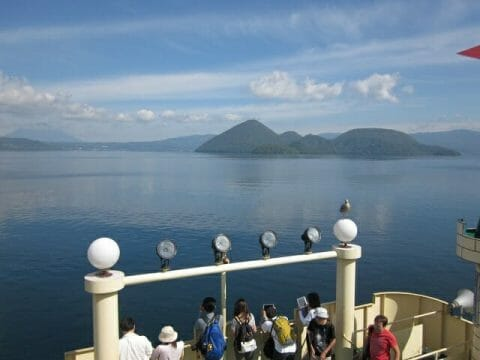 洞爺湖遊覧船から見る中島